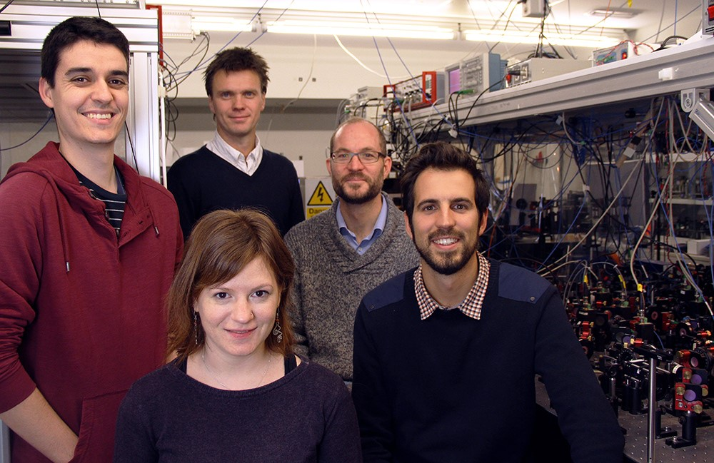 The ICFO research team, whose work showed that quantum spin properties can be measured more precisely than previously thought possible