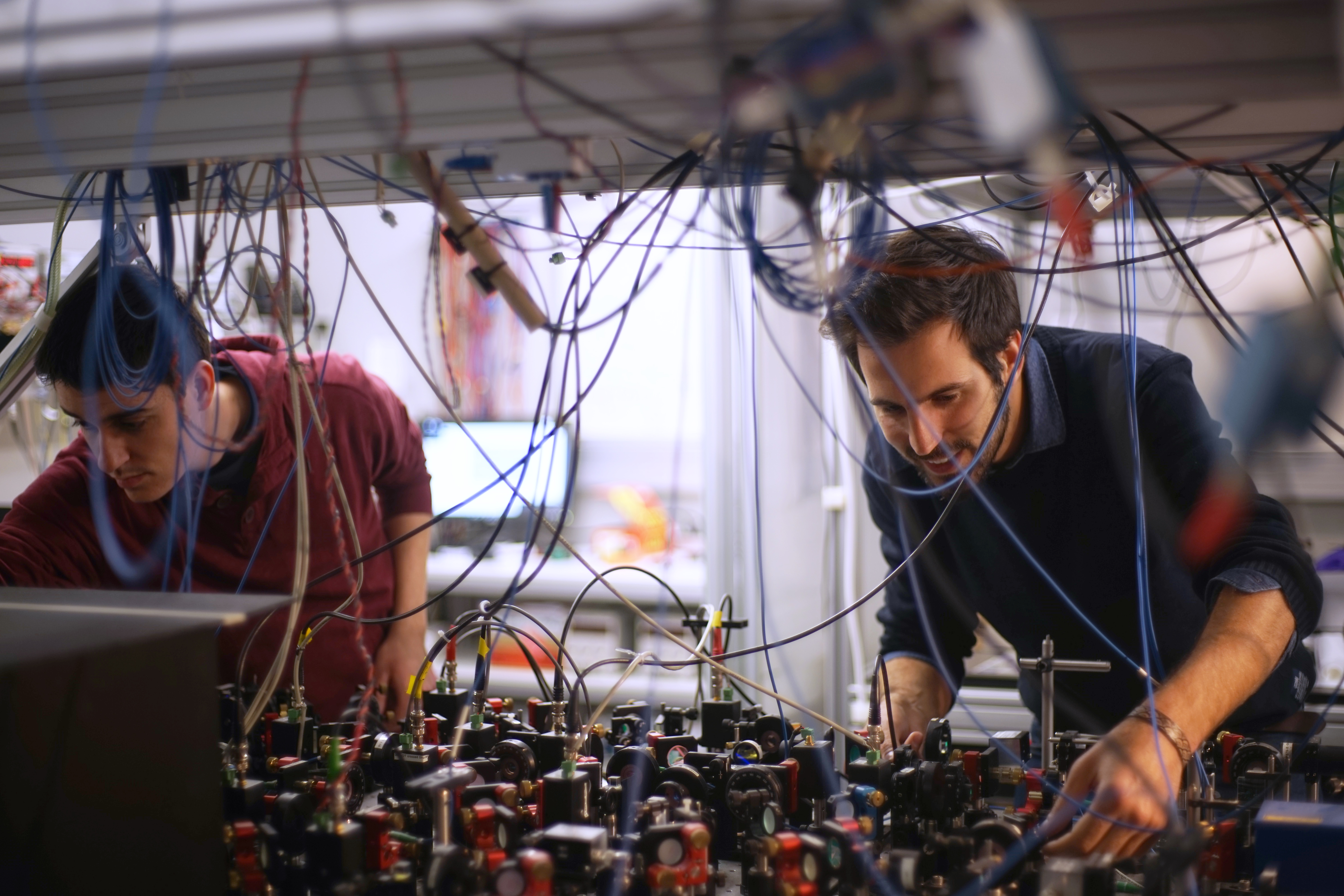 Researchers work on an experimental setup to circumvent Heisenberg's principle and reduce quantum uncertainty in spin measurements.